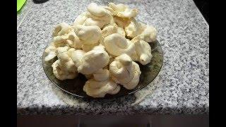 Как приготовить Безе. Мое первое видео.(250 гр сахара 4 яйца(белки) щепотка ванилина Взбиваем белки постепенно добавляя сахар Когда масса загустеет..., 2016-03-22T16:07:02.000Z)