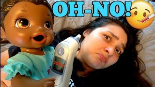 BABY ALIVE takes care of SISSY (who has a COLD)  The Lilly and Mommy Show. The TOYTASTIC Sisters