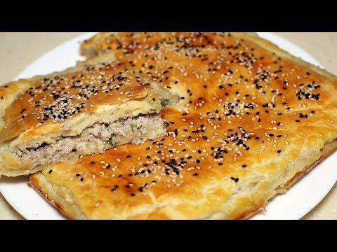Слоеный мясной пирог. Пирог с мясом и сыром из слоеного дрожжевого теста.