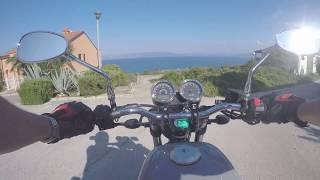 Onboard Moto Guzzi V7 III Milano - Steiniger Weg ans Meer