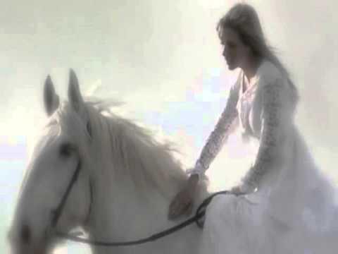 Con su blanca palidez   Annie Lennox