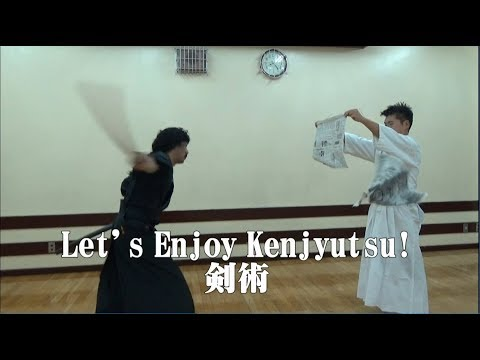 "【ENG SUB】Let's Enjoy Kenjyutsu ""Cut a newspaper with a wooden sword"""
