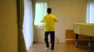 足・腰を丈夫にして体全体の動きをスムーズにし、血行を良くするロコモティブシンドローム予防のロコモ健康舞踊体操です。ソーラン節・後ろ...