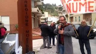 Protesta sulla sanità davanti alla sede della Giunta regionale