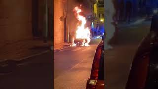 Incendio in Via Bovio, in fiamme un'auto