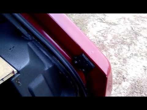 Исправляет грохот багажника ваз 2109