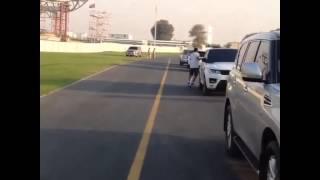 بالفيديو الشيخ حمدان بن محمد بن راشد يسير بالدراجة على عجلة واحدة