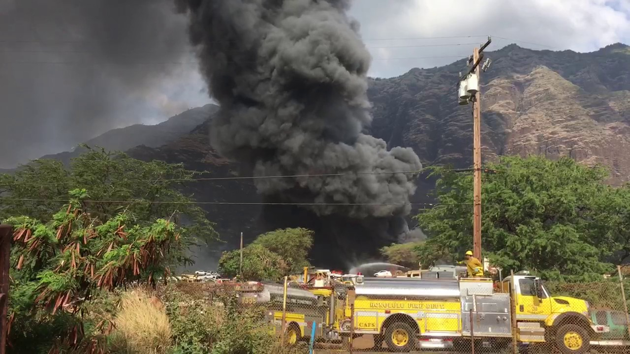 Fire at Angel\'s Towing junkyard - YouTube