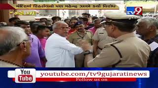 Argument heats between trustee of Jagannath temple&amp police officers over placing barricade in temple
