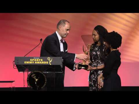 Ernie Johnson Gives His Sports Emmy Award To Stuart Scott's Daughters