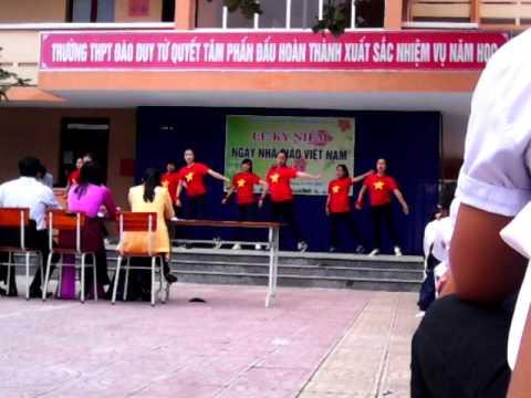 20-11-2014 THPT Đào Duy Từ flash mob 12D2