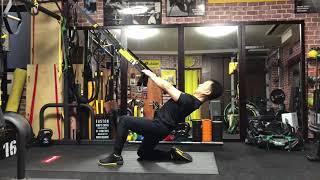 TRXモビリティエクササイズシリーズ① クワドロセップスストレッチシングルレッグ TRXで腿の前面を効果的にストレッチする方法