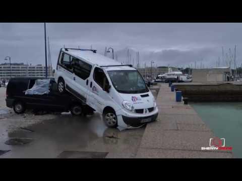 Un tornado arrasa con coches y barcos en Cádiz