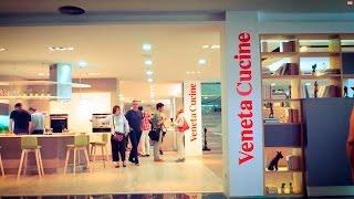 Inauguración espacio de cocinas italianas de veneta cucine en Decor Mobel de Payrà