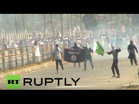 India: Police and protesters clash after Eid prayers in Kashmir