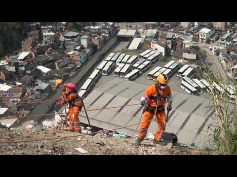 euronews (en français): A Rio, des éboueurs face à des montagnes de déchets
