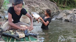Survival skills: Catch big fish 4 Kg by hand in water flow - Cooking big fish eating delicious #28