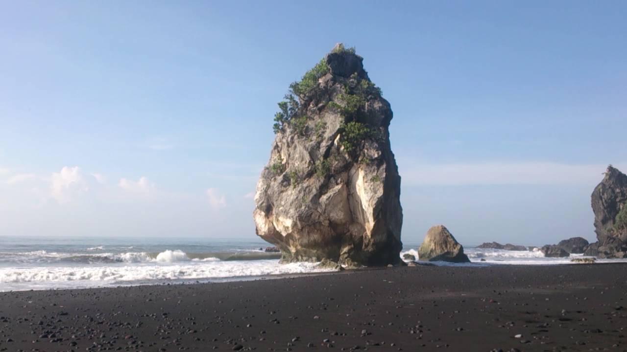 wisata pantai di lumajang,wisata pantai lumajang,pantai watu godek