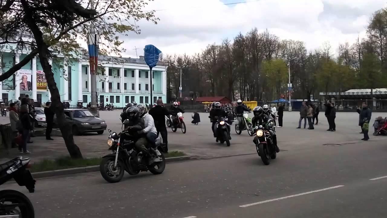 Коротко о minsk. Минский мотоциклетно-велосипедный завод был основан в 1945 году на основе вывезенного оборудования заводов dkw побежденной германии. Начав с велосипедов, уже в 1951 году минчане поставили на конвейер первый мотоцикл. С тех пор мало что изменилось. Ну разве что.