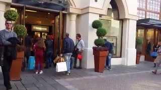 Fidenza Village , giro all'interno del outlet con vista dei negozi più famosi