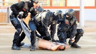 Simulacro intervención policial con perros