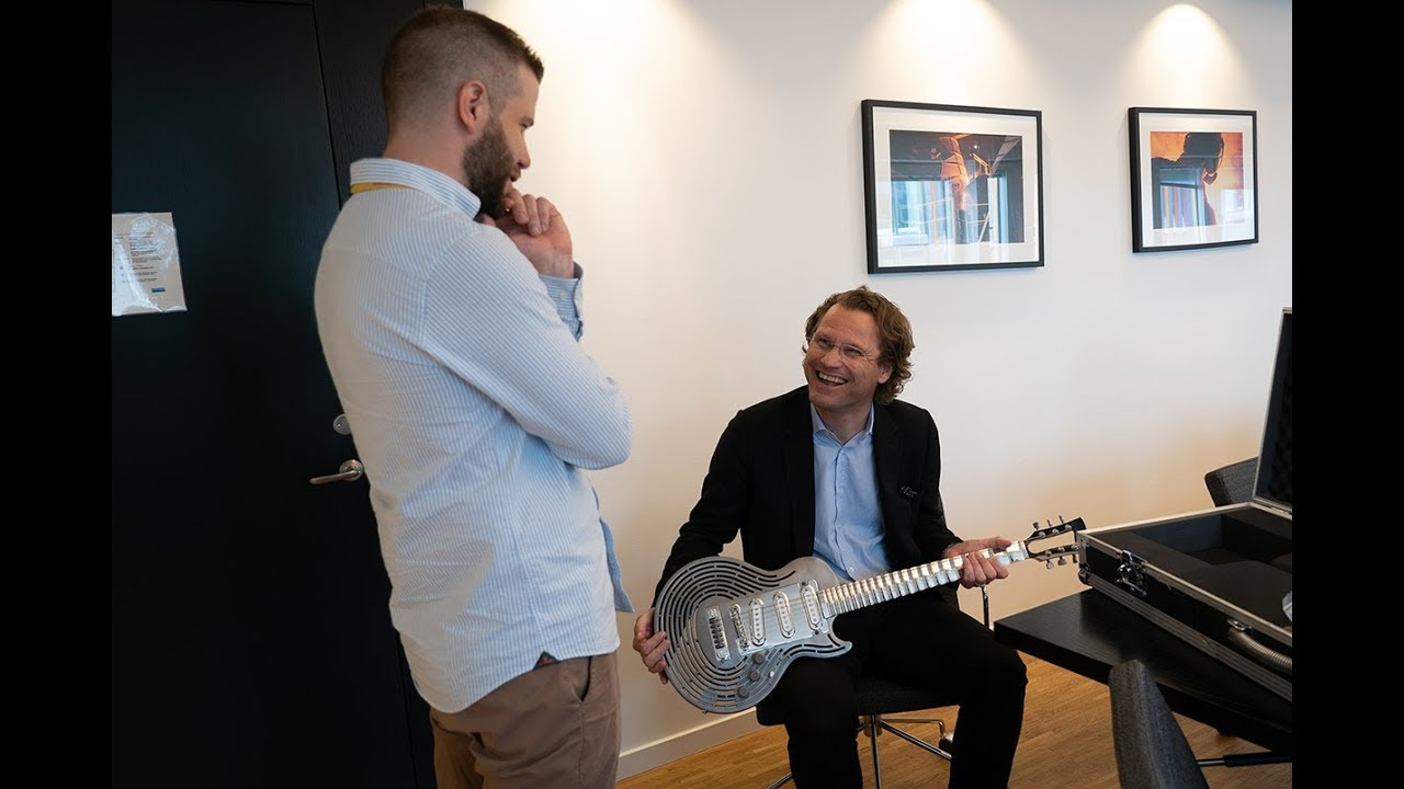 Sandvik Let's Create: A new home for the smash-proof guitar