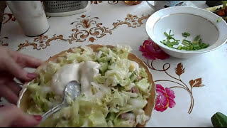Салат из пекинской капусты./Капуста,огурец,колбаса, лук и яйцо/.
