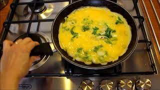 Frittata ai cipollotti con piano a gas De'Longhi Cookers SLF 460 LX