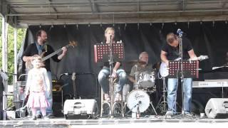 OMERTA speelt Moodswing Baby (Absynth Minded) op BigJump Kortrijk