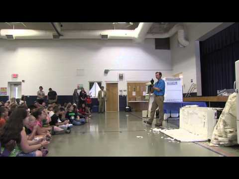 filet-o-fridge-recycling-demonstration-at-avery's-creek-elementary-school