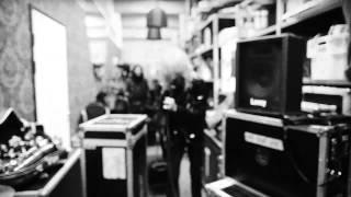 元ハノイ・ロックスのフロントマン、マイケル・モンローによるロック・バンドの新作「ホーンズ・アンド・ヘイローズ」(2013)からのファース...