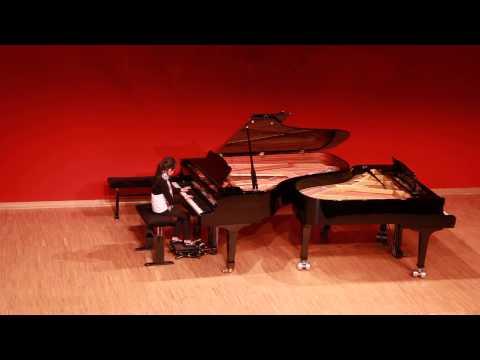 Chiara plays Chopin´s Etude in F minor Op.25 Nr.2