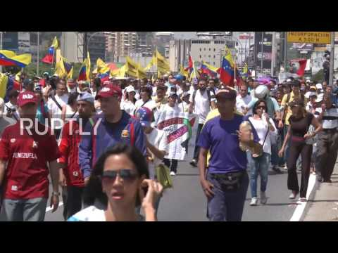 Venezuela: Thousands march in Caracas over suspended recall vote for Maduro