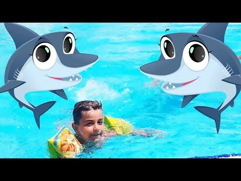 Çınar Efe Havuzda Dev Köpek Balığı Saldırısı Havuz Oyunu Oynadı - Eğlenceli Çocuk Videosu