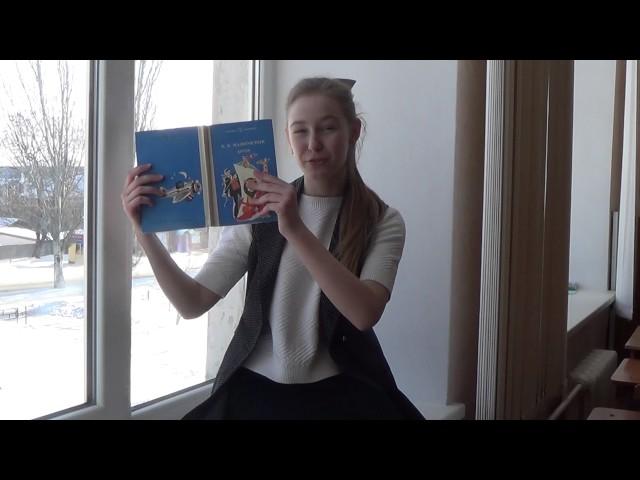 Изображение предпросмотра прочтения – АнастасияПримостка читает отрывок изпроизведения «Что такое хорошо и что такое плохо» В.В.Маяковского