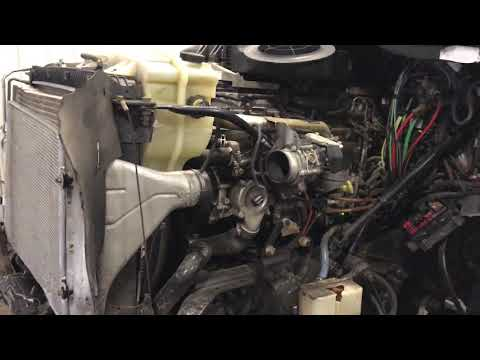 2011 Detroit DD15 Engine - YouTube