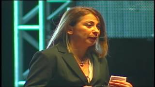 Me escuchas   Laura Collado   TEDxPuraVida