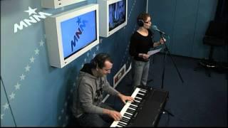 Miguel Wiels en Free Souffriau zingen voor Peter Van de Veire z'n verjaardag.