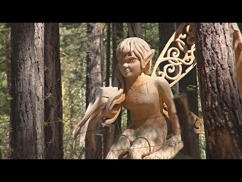 Деревянные скульптуры в фантастическом лесу (новости)