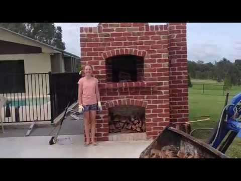Building a wood fired pizza oven (Red brick Pizza oven)
