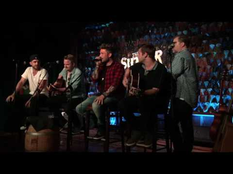 Michael Ray, Thomas Rhett,  Barry Dean, Jon Nite & Jimmy Robbins Perform Think A Little Less