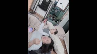 강나라 김나갱 가운데 손가락 이뿐거 볼래?
