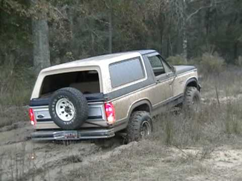 1984 Ford Bronco 4x4 mudding on 33 inch super swamper ltbs ...