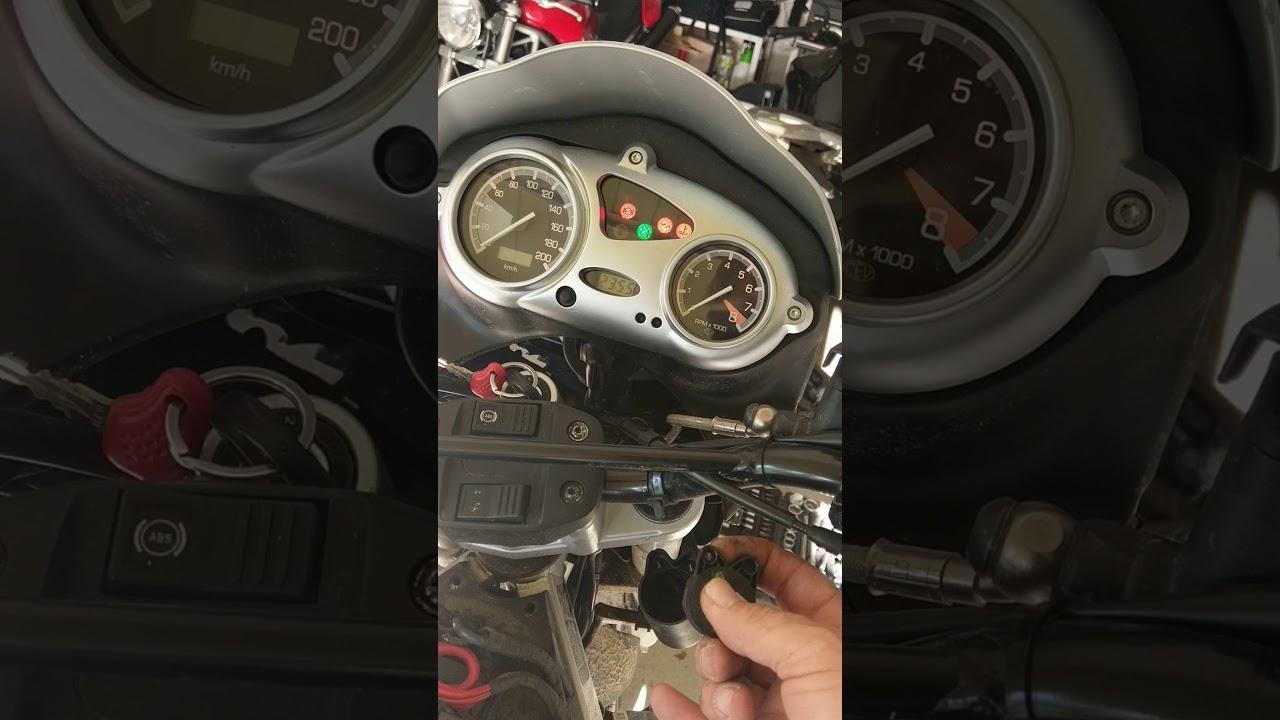 BMW F650GS Zündschlüssel-Schalter - YouTube