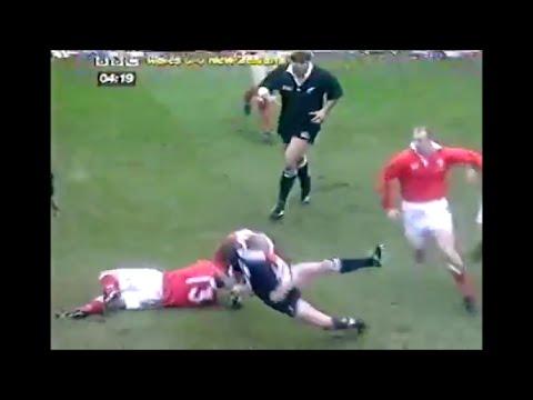 Christian Cullen runs into thunderous Scott Gibbs hit