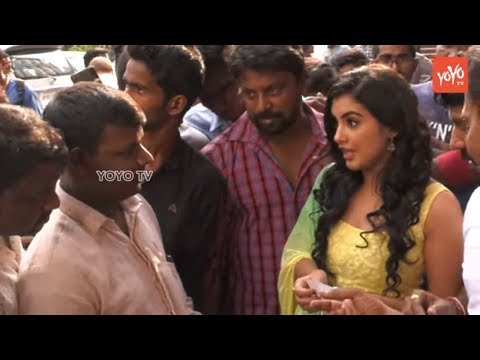 Ravi Teja's Nela Ticket Movie Heroine Selling Tickets at Sandhya Theater   YOYO TV Channel
