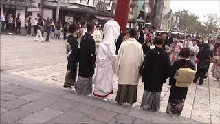 訪日観光客が急増する鎌倉鶴岡八幡宮(9/23日曜日午後)ー珍しい和装の...