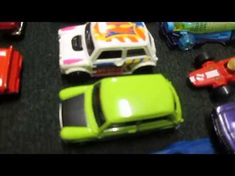 Matchbox vs Hot Wheels Austin Mini Cooper Race Day