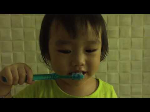 Bagaimana cara anak 2 tahun gosok gigi?