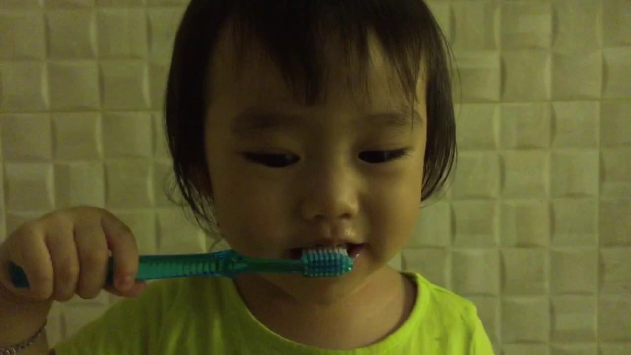 Bagaimana cara anak 2 tahun gosok gigi  - YouTube b2fbabe864
